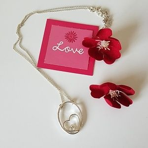 🆕️❤Avon silver heart necklace